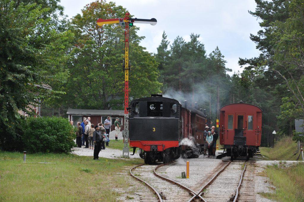 Tågmöte på Tule station vid Museijärnvägens dag den 31 augusti 2014