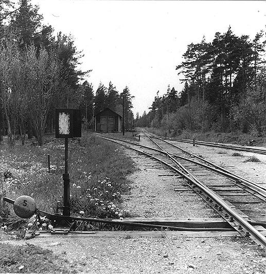 Lokstalletoch linjenvästerut vid Lärbro station. Foto: SJ